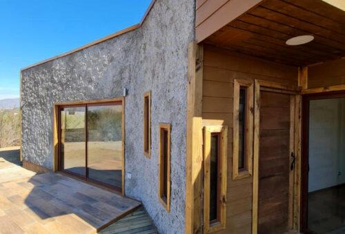 Casa NUEVA estilo mediterranea en parcela semi plana de 5.000 m2 en Loma Los Valles